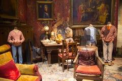 Inre av sovrummet för student` s Säng för Harry Potter ` s Garnering Warner Brothers Studio UK royaltyfri foto