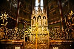 Inre av St. Vitus Cathedral i Prague fotografering för bildbyråer