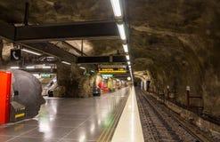 Inre av stationen för Vastra skogentunnelbana av Stockholm Royaltyfria Bilder