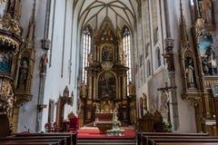 Inre av Sten Vitus Church i tjeckiska Krumlov arkivfoto