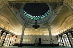 Inre av Sultan Abdul Samad Mosque (KLIA-moskén) Arkivbild