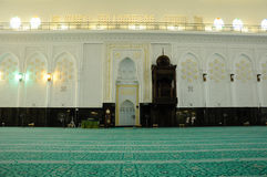 Inre av Sultan Abdul Samad Mosque (KLIA-moskén) Royaltyfri Bild