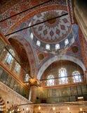 Inre av Sultan Ahmed Mosque (den blåa moskén), Istanbul Arkivfoton