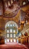 Inre av Sultan Ahmed Mosque (den blåa moskén), Istanbul Royaltyfri Foto