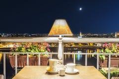 inre av tebjudningen på terrassen, Royaltyfri Foto
