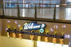 Inre av terminal D på McCarran den internationella flygplatsen Arkivbild