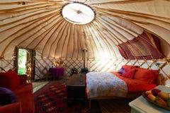 Inre av tom ferie Yurt royaltyfria bilder