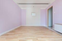 Inre av tomt rosa färgrum arkivfoton