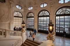 Inre av trappuppgångkorridoren i Belvedereslotten Wien Österrike, Europa royaltyfri bild