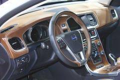 Inre av Volvo s60l phevgas-elkraft den hybrid- vita bilen Arkivbilder