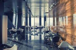 Inre av Wien den moderna restaurangen i himmel Arkivfoton