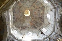 Kyrkan av St Nicholas i Prague Arkivbilder