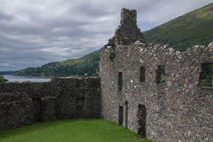 Inre borggård av den Kilchurn slotten, fjordvördnad, Argyll och buten, Skottland Royaltyfria Bilder