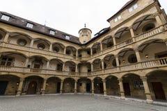 Inre borggård av det 10th århundradet för gammal slott Royaltyfri Bild