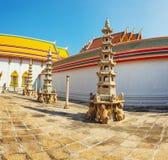Inre borggård av en buddistisk tempel bangkok thailand Royaltyfri Fotografi