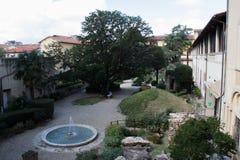 Inre borggård om det nationella arkeologiska museet av Florence Toscana italy Arkivfoto