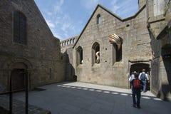 Inre borggård på Mont Saint Michel Abbey, Frankrike Royaltyfria Foton