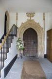 Inre dörröppning av den gamla Somerset kyrkan Arkivfoton