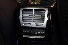 Inre (Designo) av använd Mercedes-Benz S-grupp S350 länge (W221 Arkivbilder