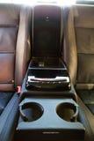 Inre (Designo) av använd Mercedes-Benz S-grupp S350 länge (W221 Arkivfoto