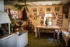 Inre detalj av det ukrainska antika huset, i Pirogovo Royaltyfri Bild