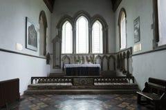 Inre detalj av dopstilsorten av helgonet Lawrence Church, slottresning, Norfolk, F?renade kungariket - 13th December 2015 royaltyfria foton