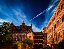 Inre domstol av en romantisk tysk slott Royaltyfri Bild