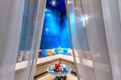 Inre för andaSpa vänder den turkiska hamam med den bekväma autentiska orientaliska inställningen vanlig tidsfördriv in i oförglöm Royaltyfri Foto
