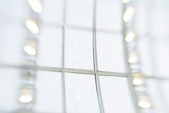 inre för De-fokusar affärsmitt effekt för 50mm bakgrundsblur aktiverar sidan för nattnikkordeltagaren Royaltyfria Foton