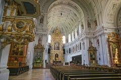 Inre för helgonMichael Cathedral Cathedral (Munich) korridor arkivfoto