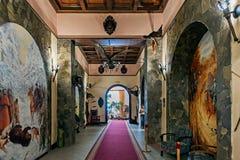 Inre för jaga loge av den Dubno slotten i Dubnoen i Ukraina royaltyfri bild