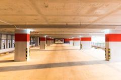 Inre för parkeringsgarage Arkivfoto