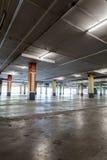 Inre för parkeringsgarage, industribyggnad, tom tunnelbana p Fotografering för Bildbyråer