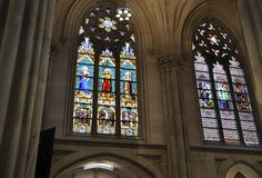 Inre för St Patrick Cathedral från midtownen Manhattan i New York City i Förenta staterna fotografering för bildbyråer