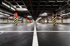 Inre för tunnelbana för parkeringsgarage Arkivfoton