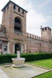 Inre fyrkant av den gamla slotten Arkivfoto