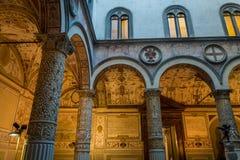 Inre gård av en palazzo, Italien Arkivfoton