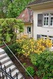 Inre gård med den lilla trädgården av huset i Baden Baden Royaltyfria Foton