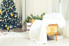 Inre härlig glad jul Dekorerad julgran, ar Royaltyfria Foton