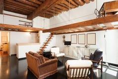 Inre härlig lägenhet arkivbilder