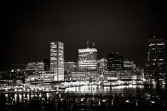 Inre hamn, Baltimore - Circa 2009: Svartvitt nattskott av inre hamnhorisont Royaltyfri Bild