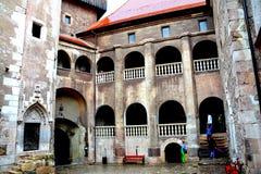 Inre Hunedoara slott som kallas Corvin slott i Transilvania Arkivfoton