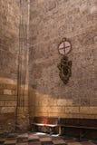 Inre i kapell vår dam av radbandet i domkyrka av vår dam av antagandet, hörnet av tillbakadragande och bönen som är upplyst vid Fotografering för Bildbyråer