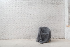 Inre i stilen av minimalism loft royaltyfria bilder