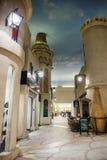 Inre IBN Battuta Mall lager Varje korridor dekoreras Arkivfoton