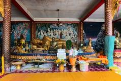 Inre inom av den stora Buddhatemplet Det original- namnet är Wat Phra Arkivbild