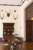 Inre jaktrum för tappning gammalt slott fotografering för bildbyråer