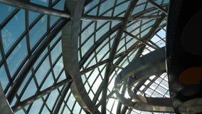 Inre jordklotbyggnad för Glass bro lager videofilmer