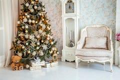 Inre klassisk vit jul Royaltyfria Foton