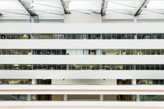 Inre kontorsbyggnad Fotografering för Bildbyråer